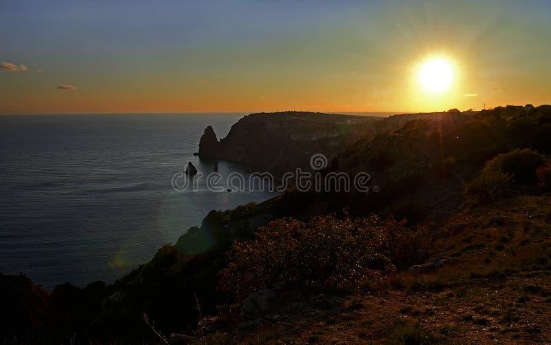 Horizontal de jour d'été avec la mer et les montagnes L'Ukraine, République de la Crimée image libre de droits