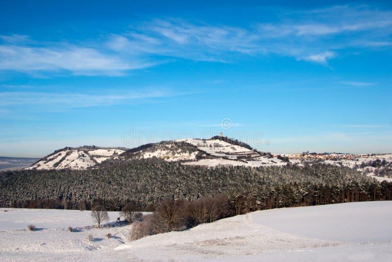 Horizontal de l'hiver avec le château image stock