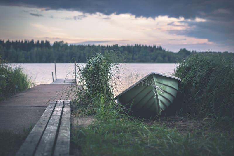 Horizontal de lac en Finlande images libres de droits