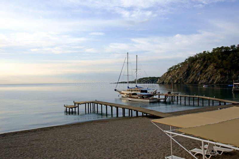 Horizontal de mer avec un yacht photo stock