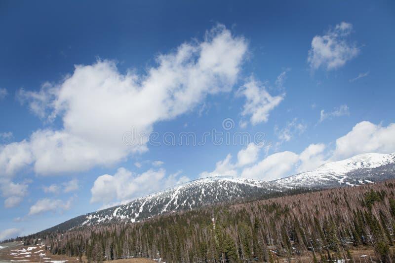 Download Horizontal de montagne photo stock. Image du cordon, outdoors - 56489130