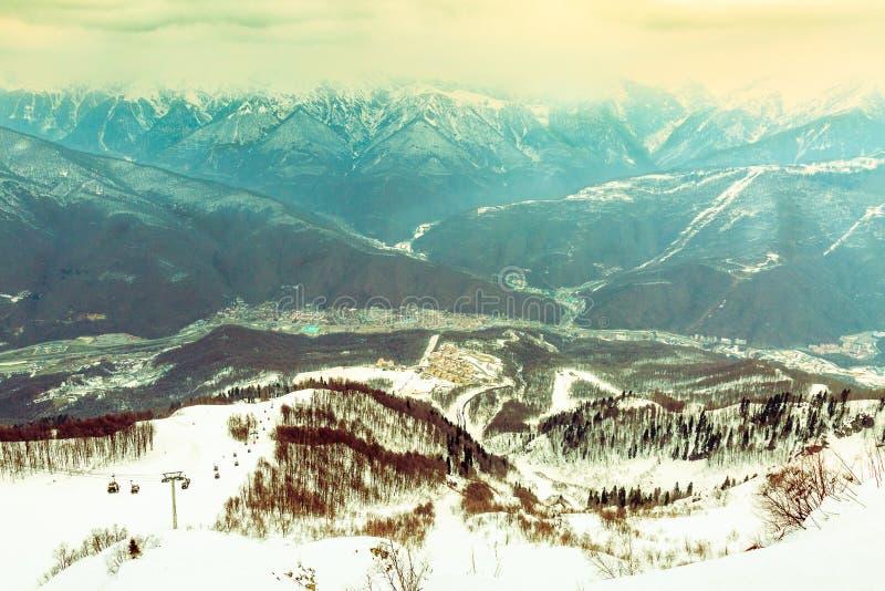 Horizontal de montagne de l'hiver Ton de couleur photos stock