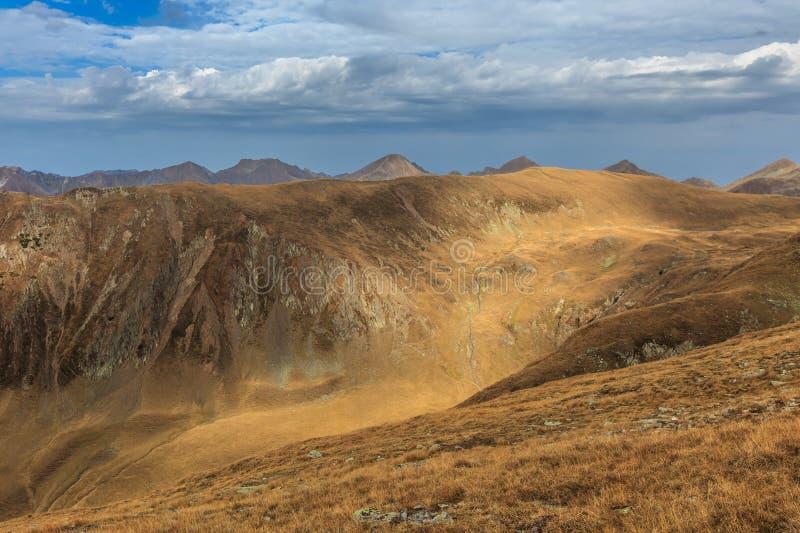 Horizontal de montagne Montagnes de Fagaras, Roumanie photographie stock