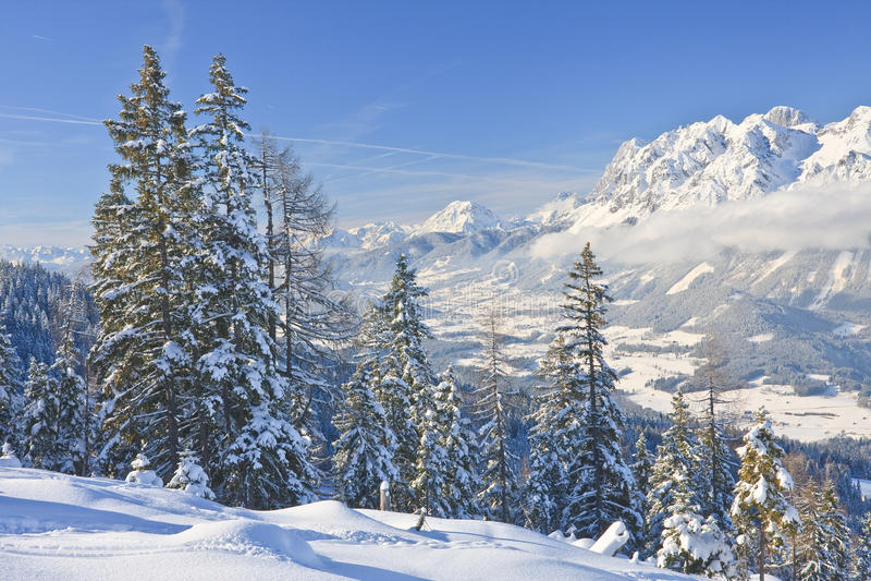 Download Horizontal De Montagne Schladming L'autriche Photo stock - Image du course, ombre: 45353976