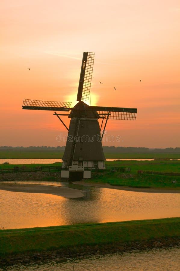 Horizontal de moulin à vent photos stock