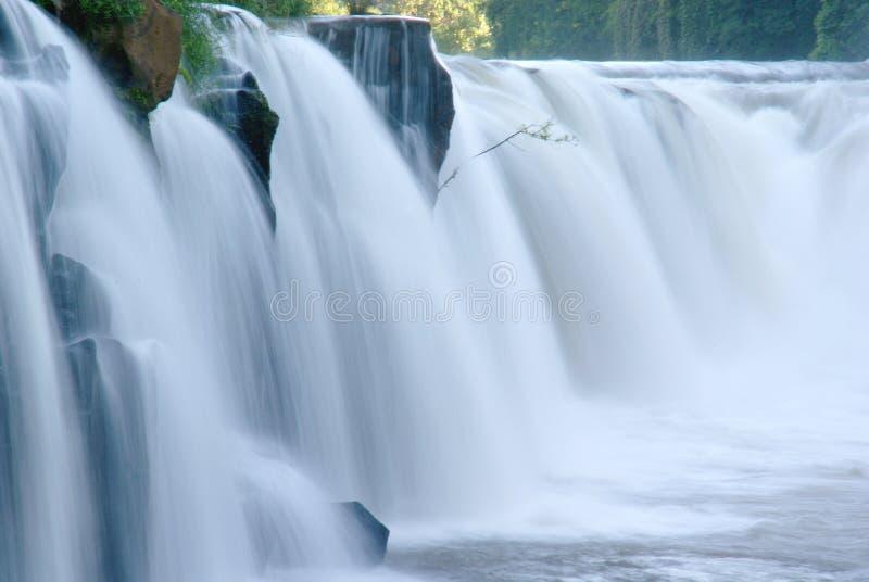Horizontal de nature de cascades à écriture ligne par ligne photographie stock libre de droits