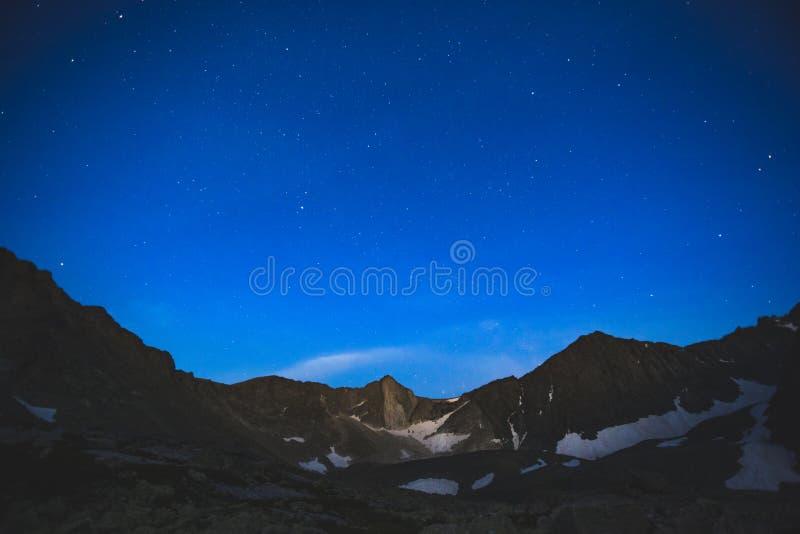 Horizontal de nuit altai Vallée d'Akchan photo stock