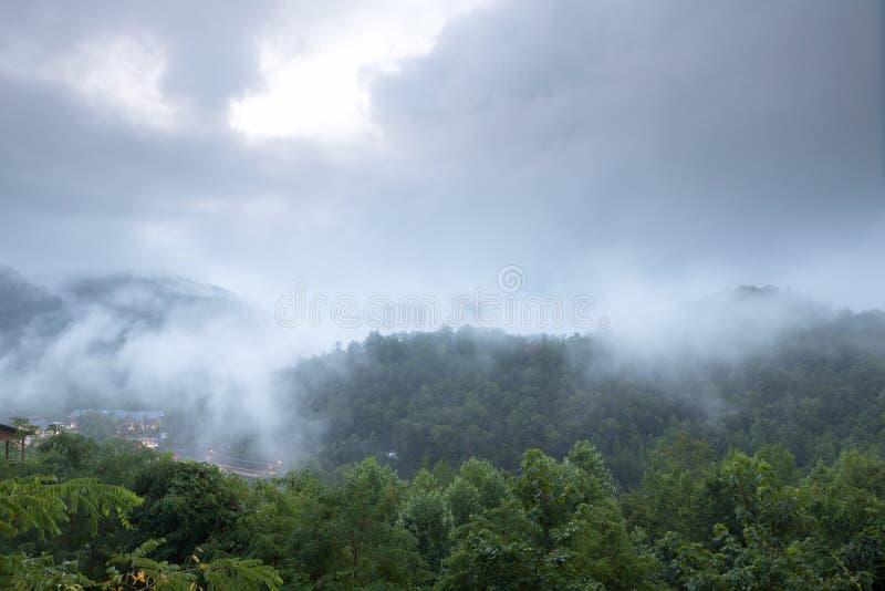 Horizontal de vallée de montagne image stock