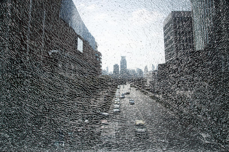 Horizontal de ville par la glace brisée image stock
