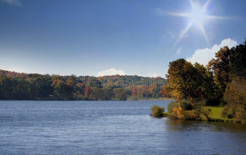 Horizontal ensoleillé lumineux d'automne photos stock