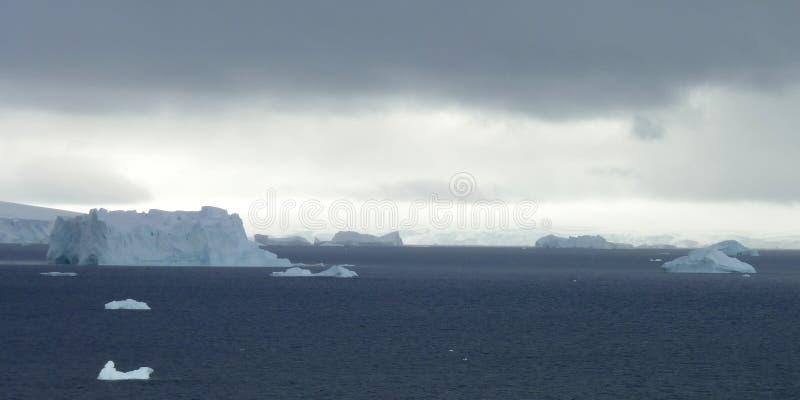 Horizontal glacial en Antarctique photos stock