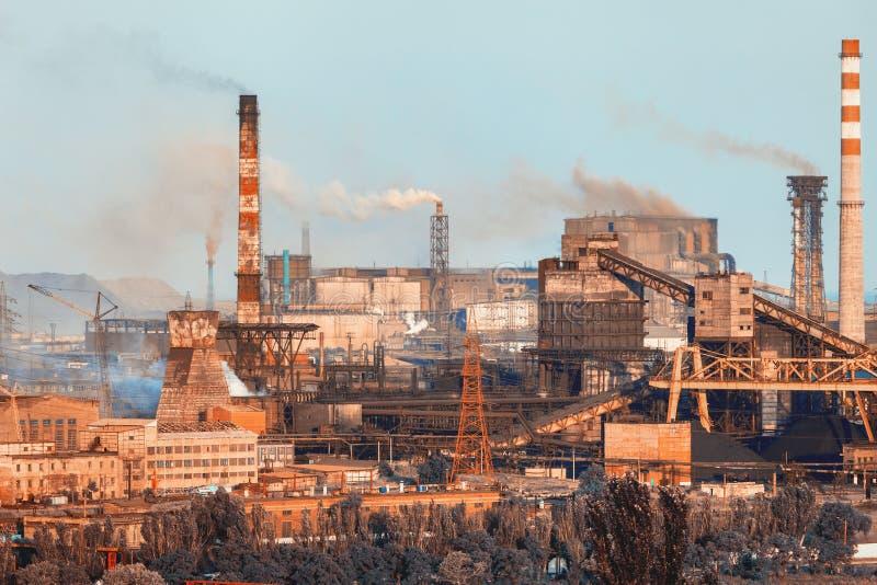 Download Horizontal Industriel Usine En Acier Industrie Lourde En Europe Photo stock - Image du pollution, ingénierie: 76083960