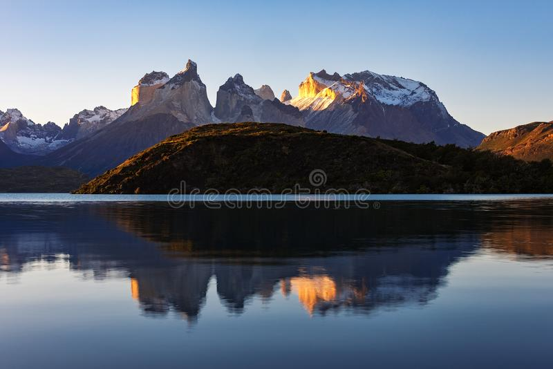Horizontal majestueux de montagne Stationnement national Torres del Paine, Chili photo libre de droits