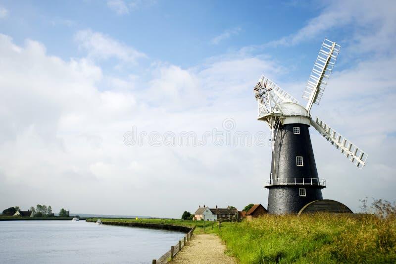 Horizontal noir et blanc de moulin à vent de la Norfolk Broads photographie stock libre de droits