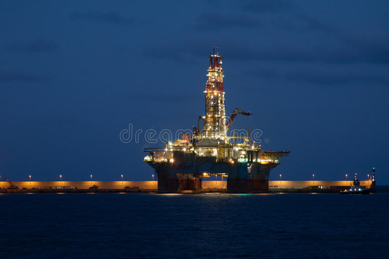 Horizontal Oil Drilling Platform At Night In Cana Stock Photo