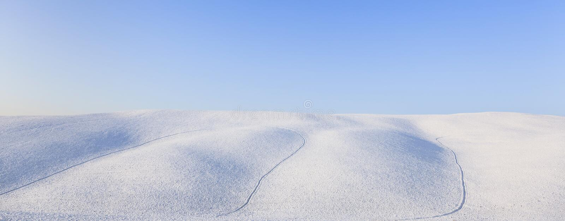 Horizontal panoramique de Rolling Hills de neige en hiver. La Toscane, Italie photos libres de droits