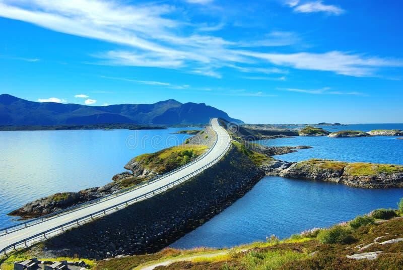 Horizontal pittoresque de la Norvège. Atlanterhavsvegen photo libre de droits