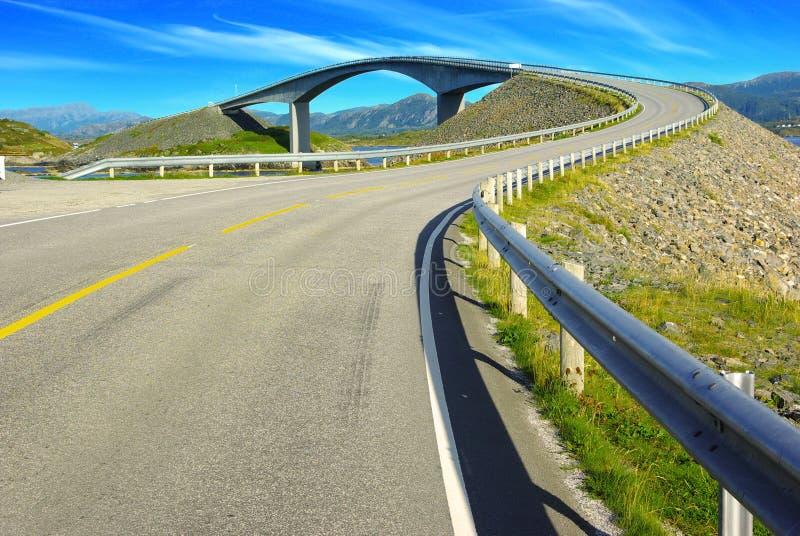 Horizontal pittoresque de la Norvège. Atlanterhavsvegen photographie stock libre de droits