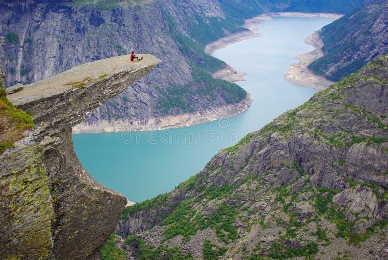 Horizontal pittoresque de la Norvège. Trolltunga photographie stock
