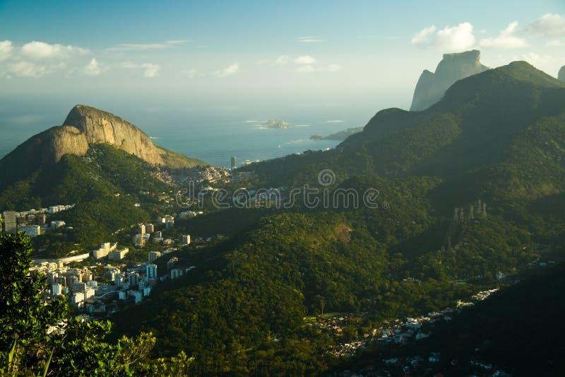 Collines au-dessus de Rio de Janeiro photographie stock libre de droits