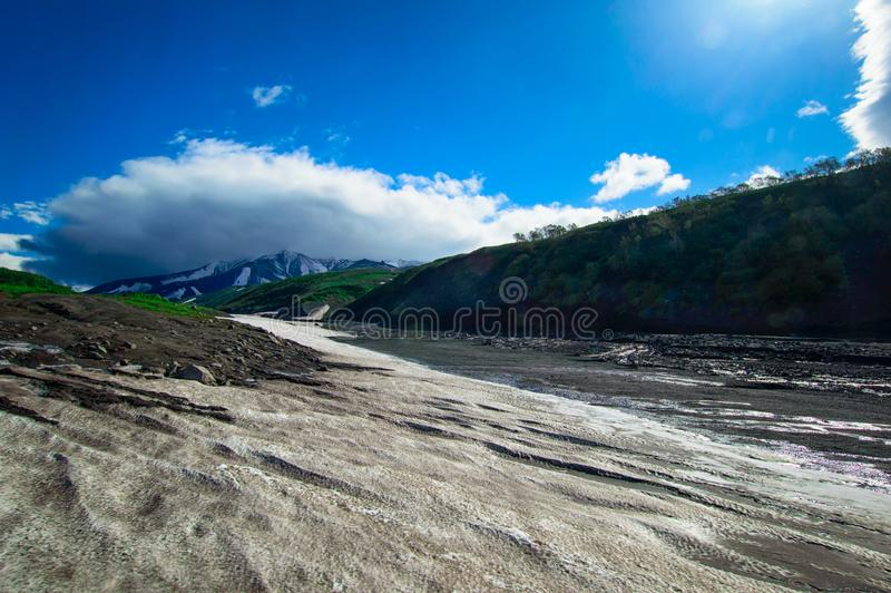 Horizontal volcanique Volcan d'Avachinsky - volcan actif de péninsule de Kamchatka La Russie, Extrême Orient photos stock