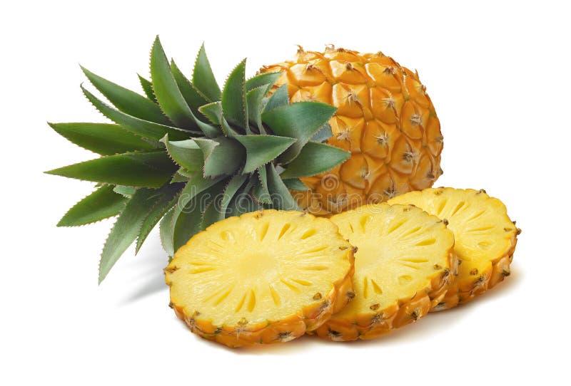 Horizontale Ananas und runde Scheiben lokalisiert auf weißem backgrou stockfoto