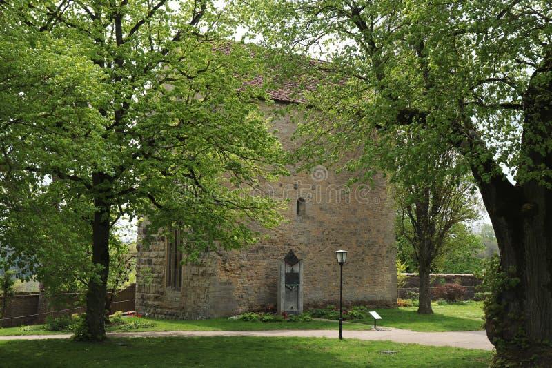 Horizontale Ansicht einer Kapelle im Garten von Rothenburg-ob der Tauber, Deutschland stockbilder