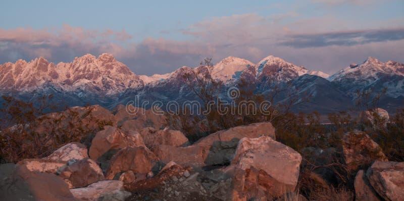 Horizontale Organ-Berge in der goldenen Stunde östlich Las Crucess, Nanometer lizenzfreies stockfoto