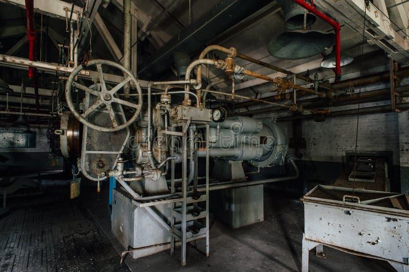 Horizontale Presse - verlassene Indiana Army Ammunition Depot - Indiana lizenzfreie stockfotos