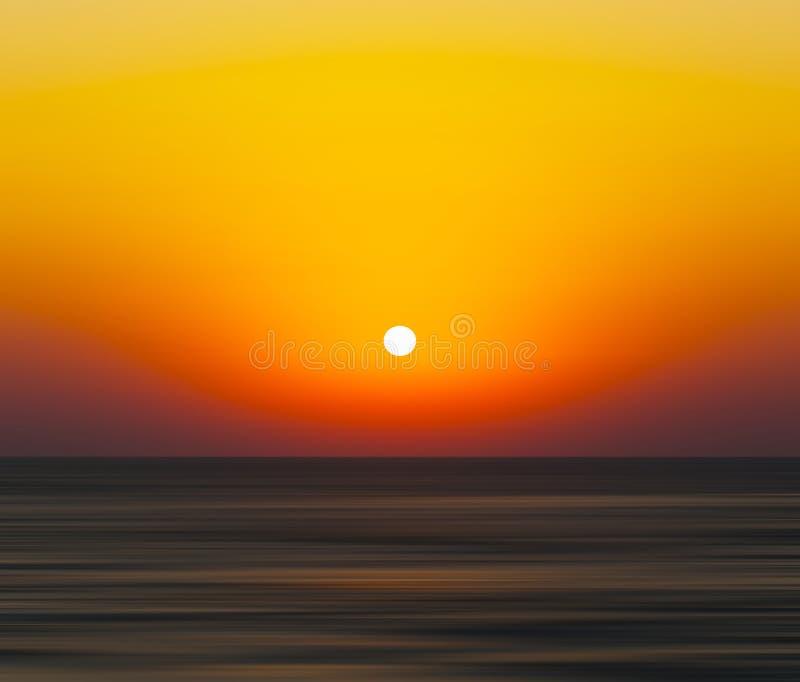 Horizontales klares orange Sonnenuntergangozeanhorizontabstraktions-Unschärfeba lizenzfreie abbildung
