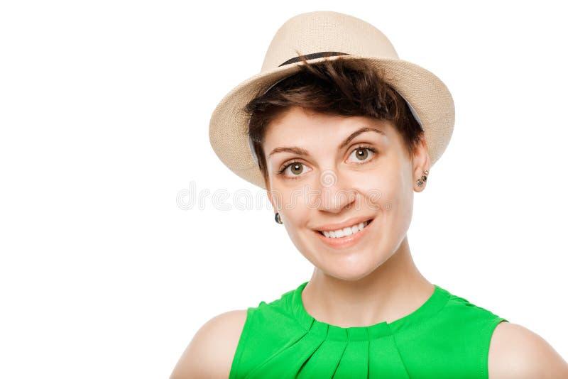 Horizontales Porträt eines jungen Mädchens, das einen Hut trägt lizenzfreies stockfoto