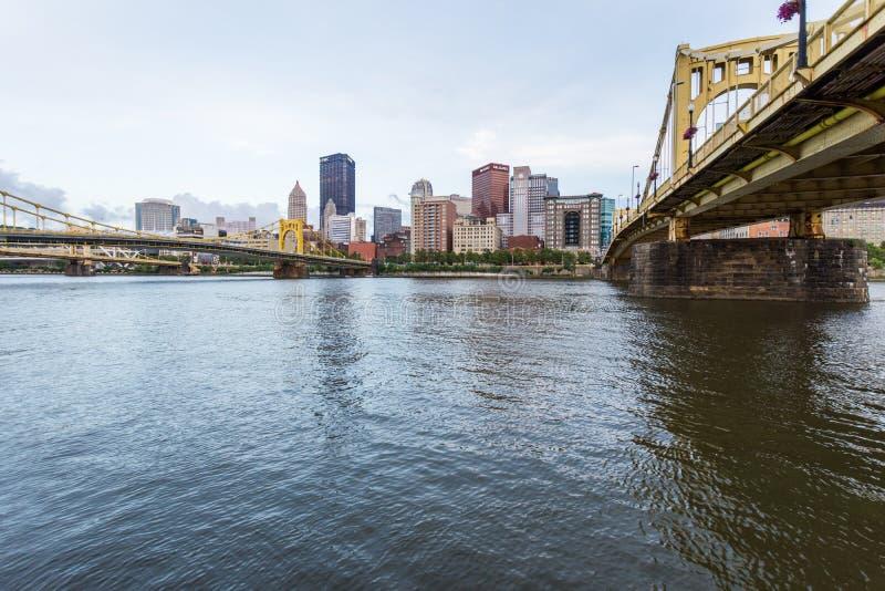 Horizonte acros del aterrizaje de Pittsburgh, Allegheny del fron de Pennsylvania imagen de archivo libre de regalías