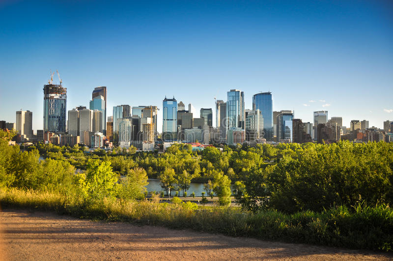 Horizonte céntrico de Calgary imágenes de archivo libres de regalías