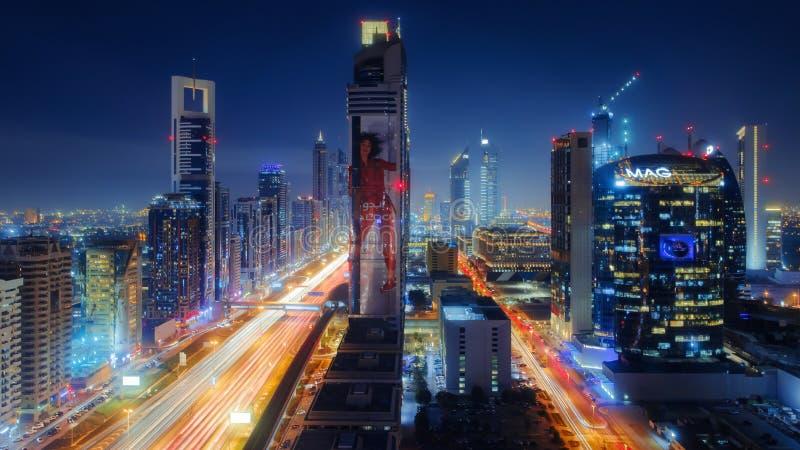 Horizonte céntrico de Dubai en la noche fotos de archivo libres de regalías