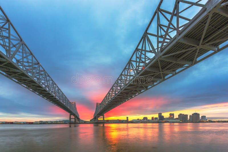 Horizonte céntrico de la ciudad de New Orleans, Luisiana, los E.E.U.U. en el río Misisipi fotos de archivo libres de regalías
