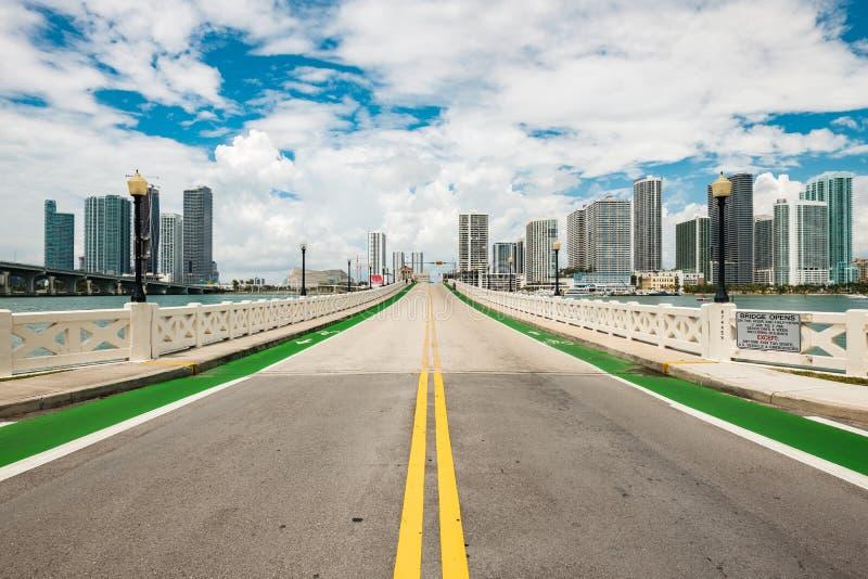 Horizonte céntrico de Miami foto de archivo
