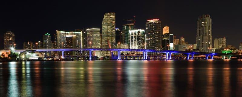 Horizonte céntrico de Miami imagenes de archivo