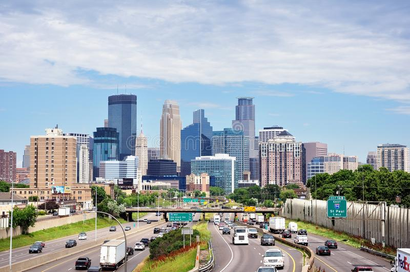Horizonte céntrico de Minneapolis Minnesota imagenes de archivo