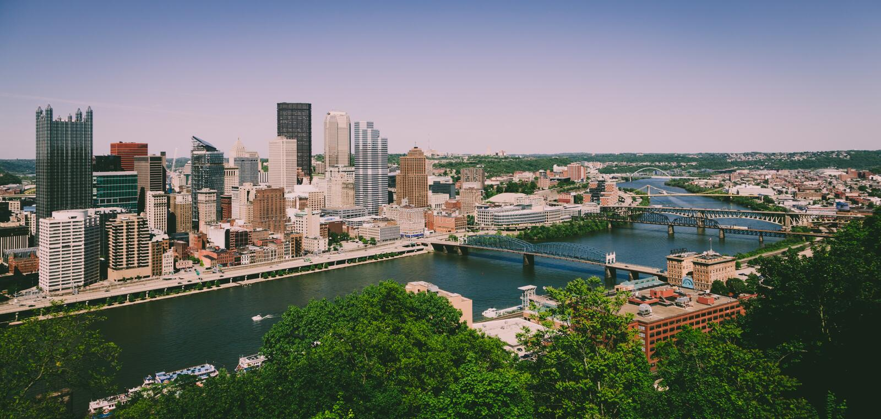 Horizonte céntrico de Pittsburgh fotos de archivo libres de regalías