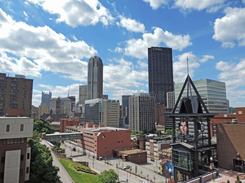 Horizonte céntrico de Pittsburgh fotos de archivo