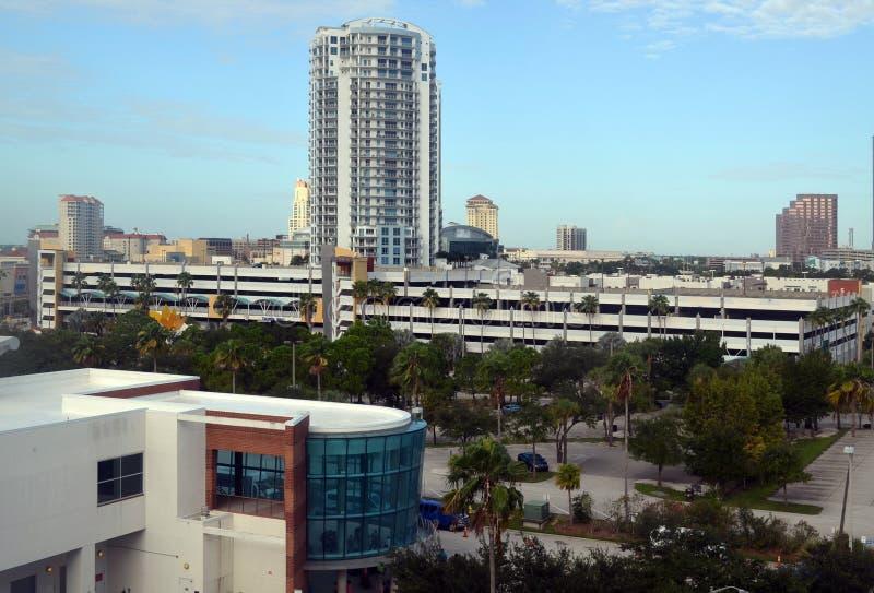 Horizonte céntrico de Tampa, la Florida que mira el sudoeste de Tampa Bay fotografía de archivo libre de regalías