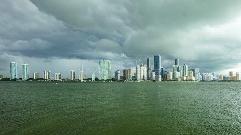 Horizonte c?ntrico de Miami fotos de archivo