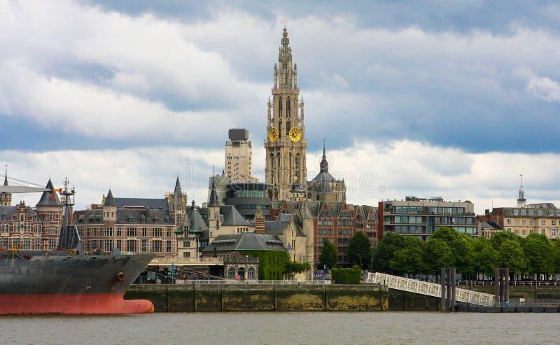 Horizonte de Amberes, Bélgica fotos de archivo