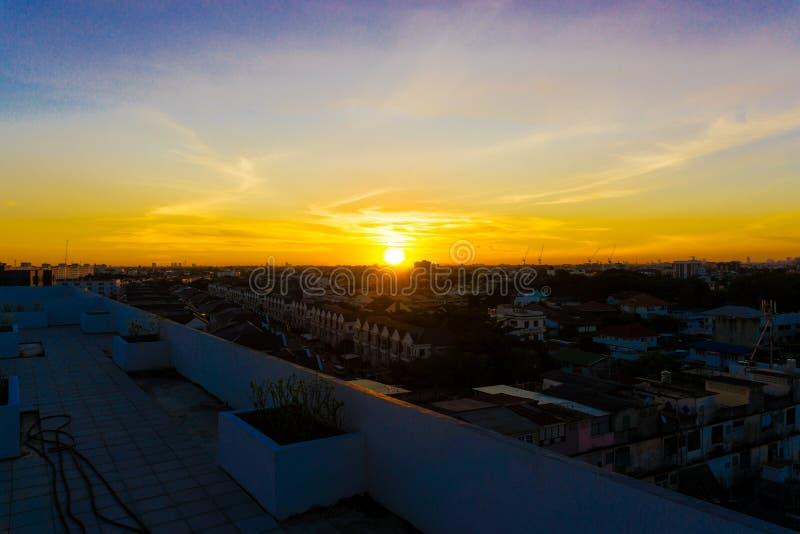Horizonte de Bangkok en la salida del sol, paisaje de la ciudad imagenes de archivo