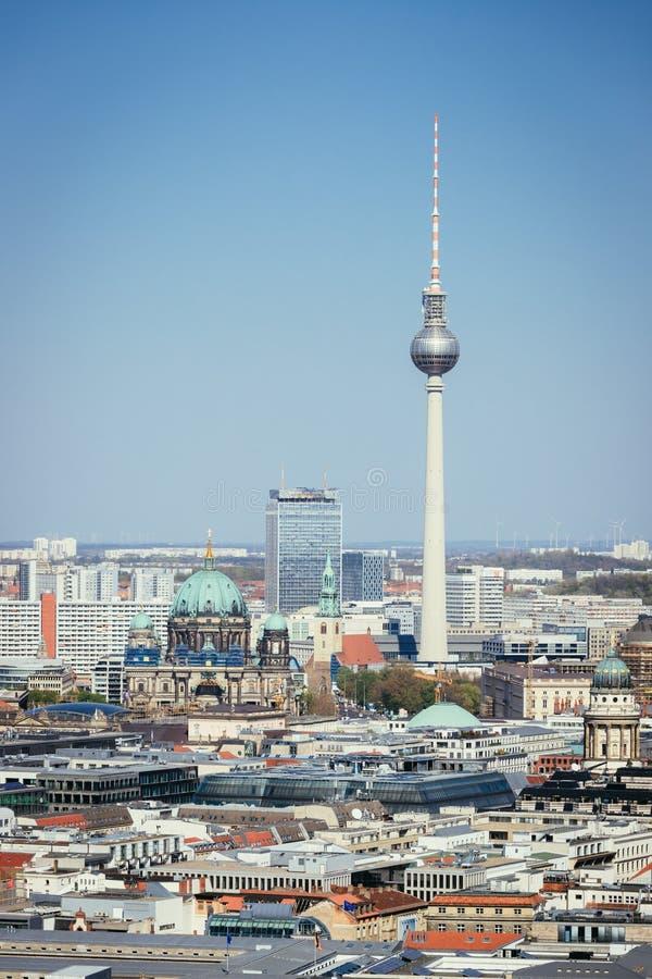 Horizonte de Berlín con la catedral y la torre de la TV, Alemania imágenes de archivo libres de regalías