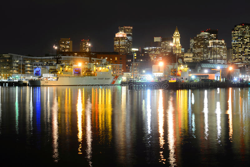 Horizonte de Boston en la noche, Massachusetts, los E.E.U.U. imagenes de archivo