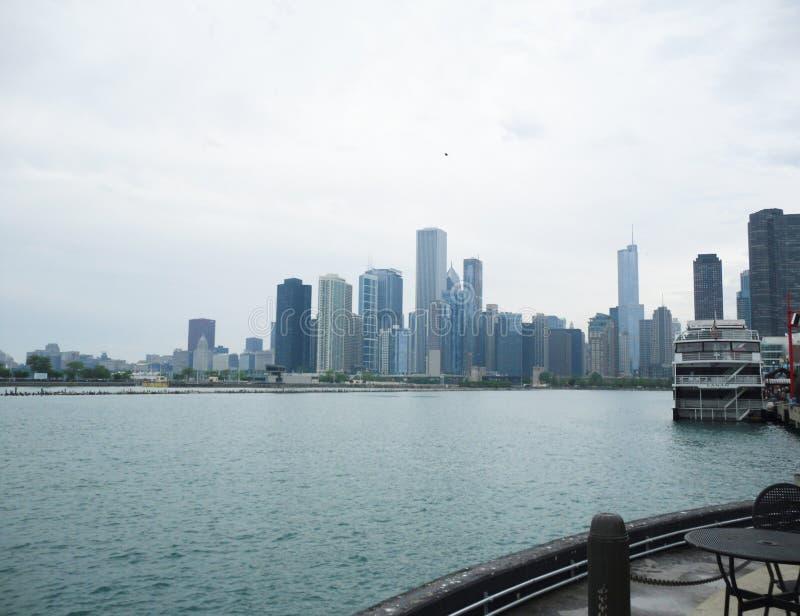 Horizonte de Chicago del embarcadero de la marina imágenes de archivo libres de regalías
