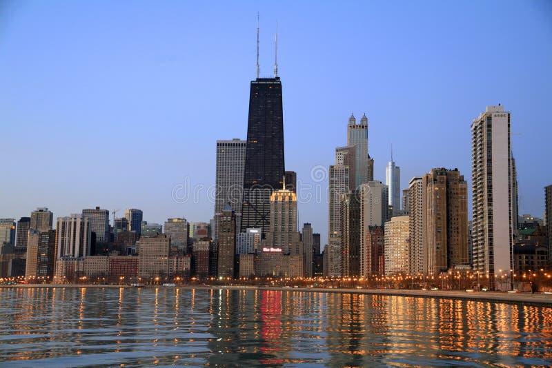 Horizonte de Chicago en el amanecer imágenes de archivo libres de regalías