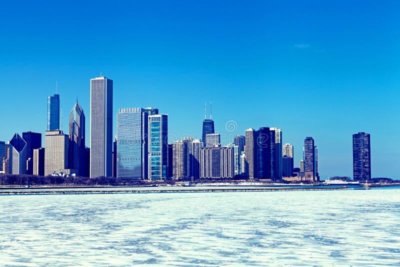 Horizonte de Chicago en el invierno imagen de archivo libre de regalías