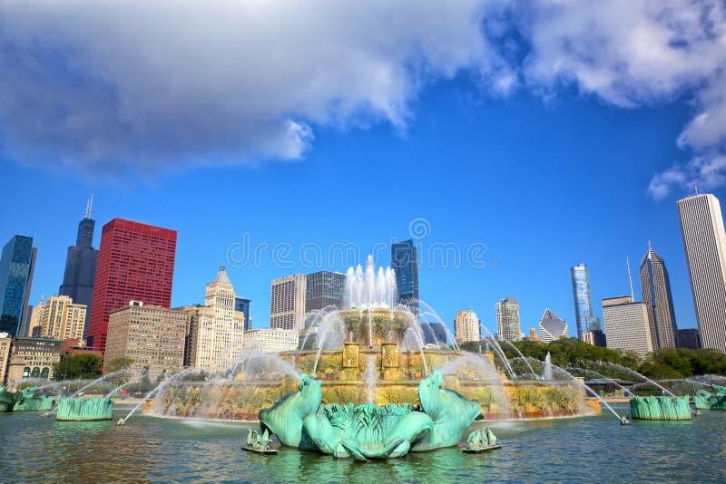 Download Horizonte De Chicago Y Fuente De Buckingham Imagen de archivo - Imagen de metrópoli, atracción: 44854513